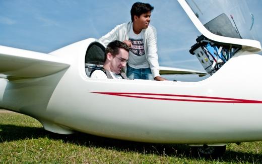 Flugschüler bei der Vorbereitung, Foto: Christoph Kurze