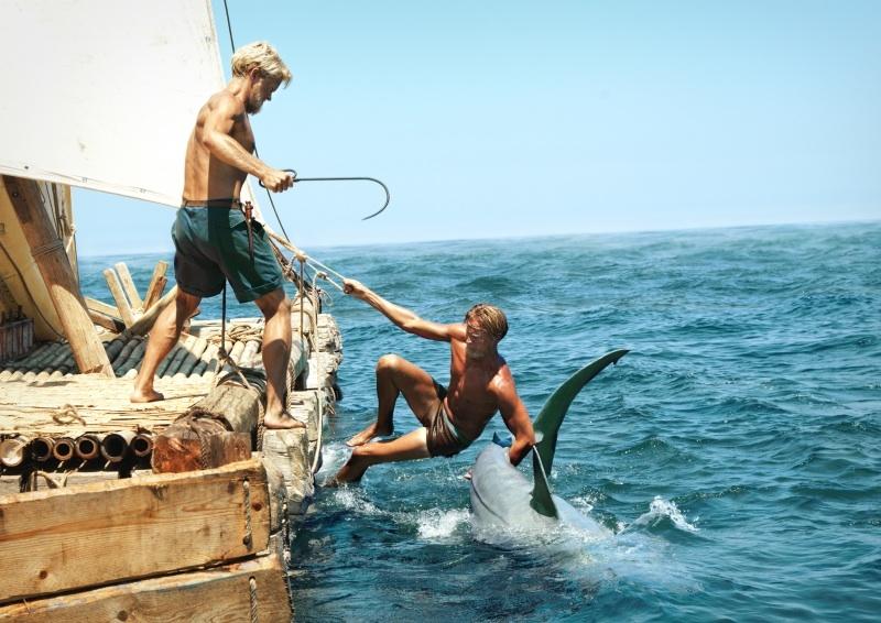 Abwehr eines Haiangriffs, Film Kontiki, Foto: DCM