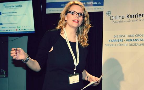 Moderatorin Gila Thieleke aus Hamburg beim Online-Karrieretag, Foto: Stephanie Bastian