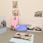 9Lorenz Goldstein_Installationsansicht Konversation1_2017_Malerei, Videoslideshow, Digitaldrucke, Styrodur_ca. 400x 300x200cm