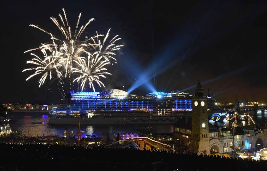 Das große AIDA Feuerwerk ist ein Highlight für viele Besucher, Foto: ©Hamburg Messe und Congress, Nicolas Maack (N)