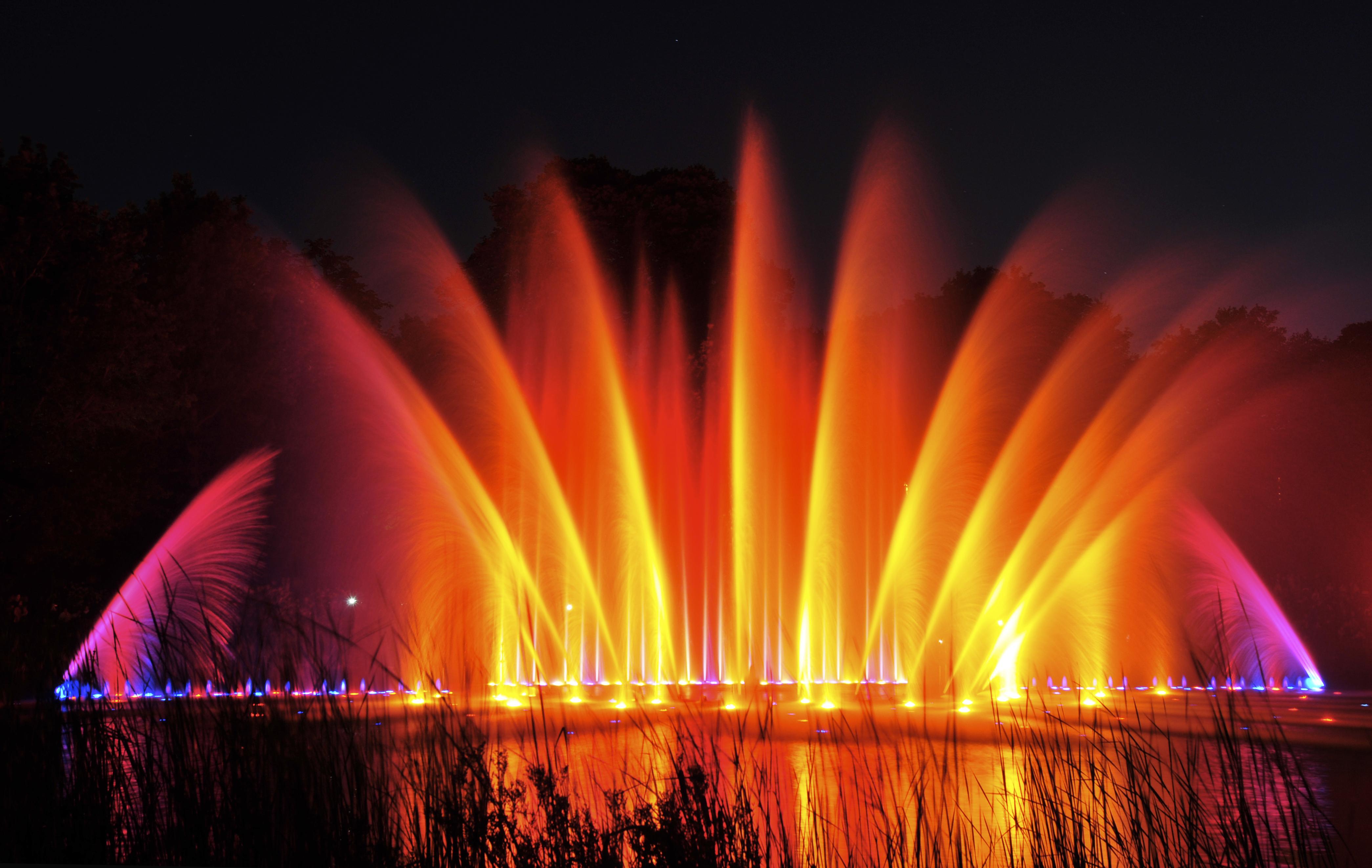 Farbexplosion beim Wasserorgelkonzert, Foto: Berndt Andresen