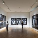 Beginn der Ausstellung Untold Stories von Peter Lindbergh im Museum für Kunst und Gewerbe, Foto: Henning Rogge